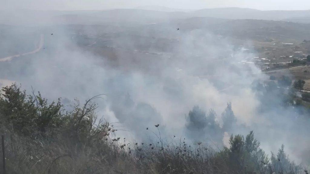 حريق كبير في ميس الجبل يفجر ألغاماً من مخلفات الاحتلال الاسرائيلي