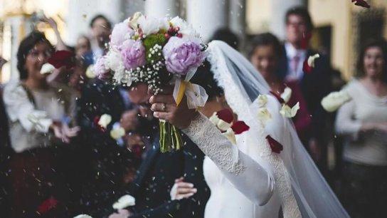 مناصفة بين الشاب والفتاة.. منحة لدعم الزواج في ليبيا تستهدف 50 ألفاً من الشباب والشابات بقيمة 8.85 آلاف دولار لكل زيجة!
