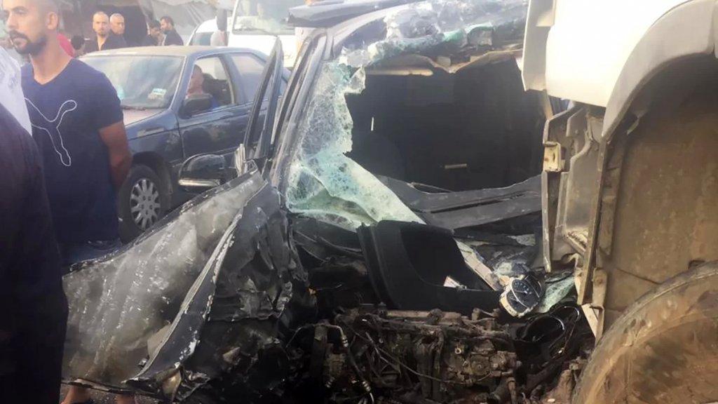قتيلان في حادث سير مروّع بين سيارة وشاحنة على طريق تل حياة في عكّار (صور)