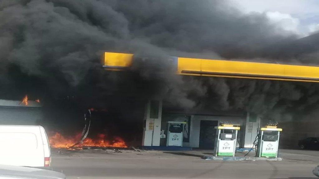 حريق داخل محطّة محروقات في حارة صيدا لم تعرف أسبابه بعد.. وفرق الدفاع المدني  تعمل على إخماده
