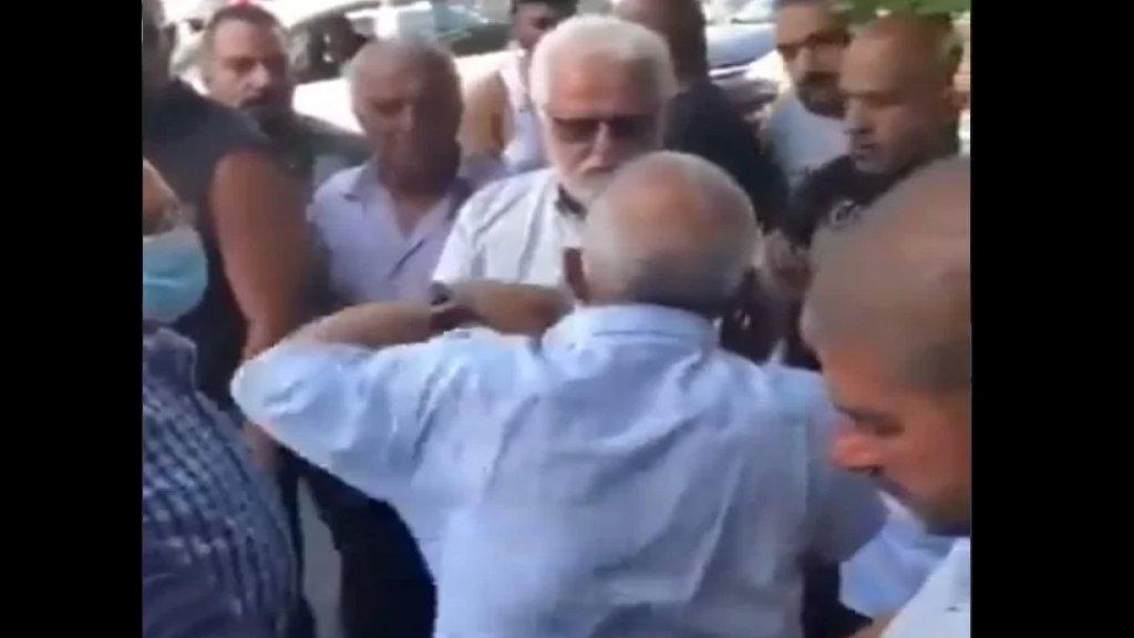 """بالفيديو/ أسامة سعد للقوى الأمنية: """"اذا مش قادرين تنظموا المحطات قولولنا لننزل نحنا.. افرضوا هيبتكم عالقليلة"""""""