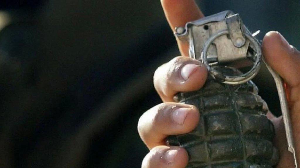 مواطن غاضب هدد برمي قنبلة يدوية أمام محطة محروقات في ميس الجبل.. والعناية الإلهية حالت دون وقوع كارثة