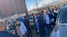 بالفيديو/ ضبط 20 طن من مادة نيترات الأمونيوم ووزير الداخلية والبلديات القاضي بسام مولوي يتفقد الموقع حيث توجد الشاحنة في بدنايل