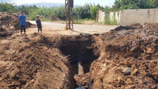 خطوط النفط والغاز في عكار: قنابل موقوتة! أبناء بعض البلدات المجاورة يحقنون الأنبوب بالمياه لسحب النفط الخام بهدف بيعه