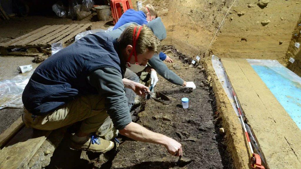 في صيدا..علماء يعثرون على مقبرتين جماعيتين لرفات جنود من زمن الحملات الصليبية