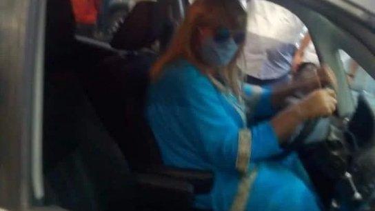 بالفيديو/ بعدما خصصت إحدى المحطات في زحلة اليوم للسيدات لتعبئة سياراتهنَّ فقط.. رجل يتنكر بزي امراة للحصول على البنزين!