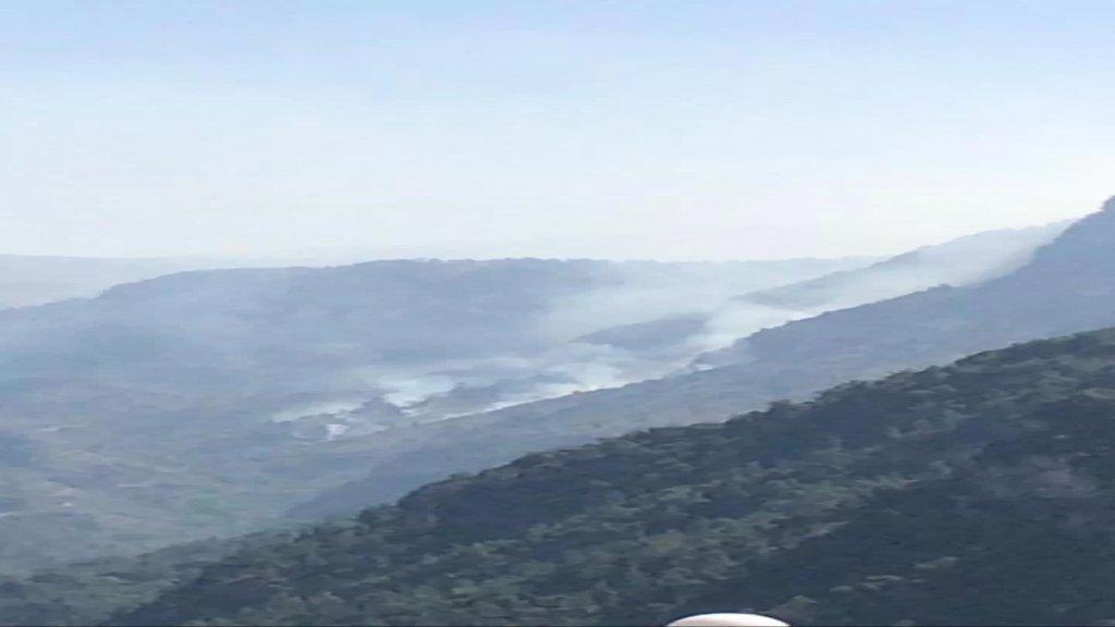 حريق في أحراج وادي عمير والاهالي يناشدون الجيش إرسال طوافة عسكرية لاهماده