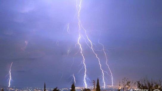 أمطار وعواصف رعدية وانخفاض بدرجات الحرارة.. استعدوا لمنخفض جوي يوم الخميس!