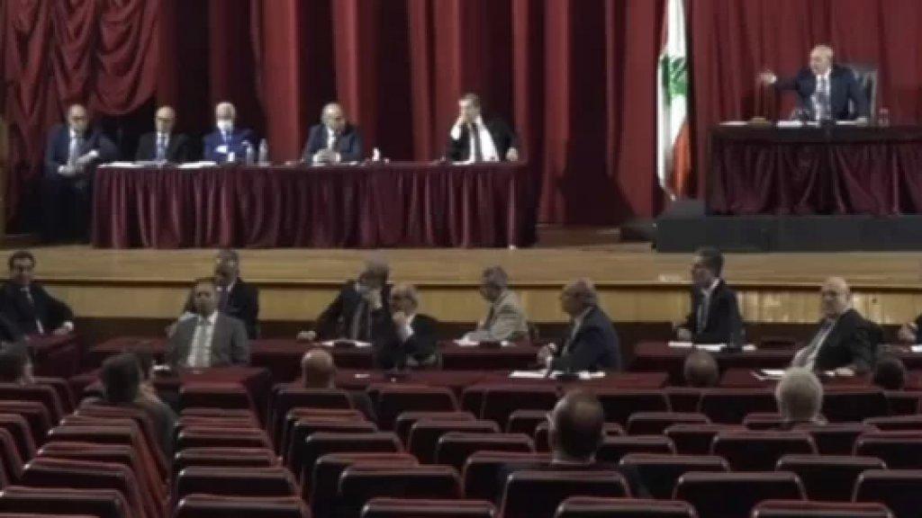 بالفيديو/ بعد انقطاع الكهرباء.. الجلسة البرلمانية انعقدت على ضوء المازوت الايراني؟