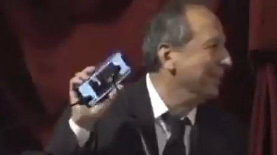 """بالفيديو/ جميل السيد يفتتح كلمته في جلسة منح الثقة للحكومة بمقطع من اغنية ملحم بركات """"فرح الناس"""""""