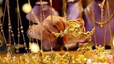 لبنانيون يبيعون الذهب مع «الذكريات» من أجل الطعام بعدما وضعت المصارف يدها على «قرشهم الأبيض في يومهم الأسود»