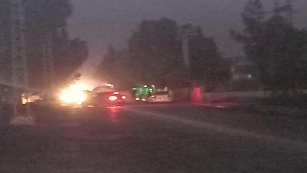 قطع الطريق بالإطارات المشتعلة وحاويات النفايات أمام محطة كهرباء الهرمل احتجاجاً على انقطاع التيار الكهربائي