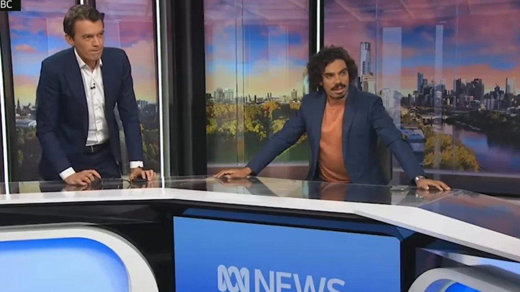 زلزال يهز ملبورن الأسترالية ولم تسجل أي إصابات.. والكاميرا ترصد ردة فعل مقدم نشرة إخبارية كان في بث مباشر