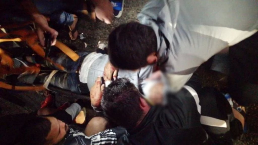 قتيل سوري الجنسية وجريح بحالة حرجة بعدما صدمتهما سيارة وفرت بينما كانا على متن دراجة نارية في العديسة-كفركلا