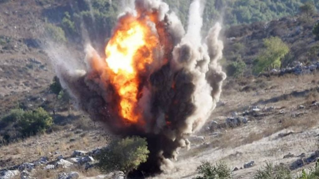 """الفتى السوري فادي الصعيدي (8 سنوات) قضى بانفجار قنبلة عنقودية من المخلفات """"الاسرائيلية"""" في عدشيت وجرح شقيقه: كانا يلهوان بها معتقدين بأنها كرة!"""