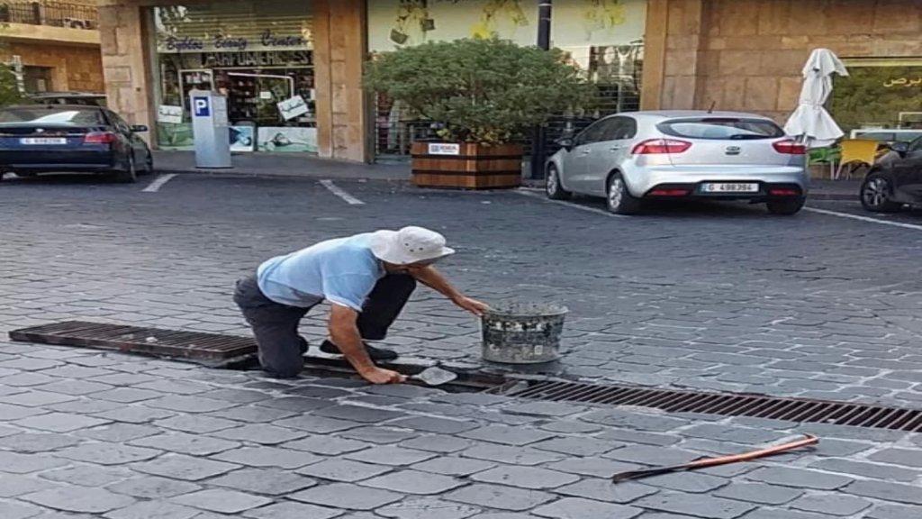 بلدية جبيل اعلنت بدء تنظيف الريغارات والمجاري وحاجاتها لعمال لبنانيين