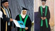 """بالصور/ """"أُم سهيل"""".. فلسطينية حققت حلم التخرج من الجامعة وهي بالـ85 من عمرها"""