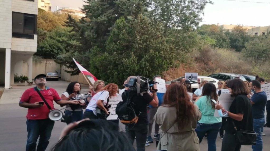 تحرك امام منزل رئيس محكمة الاستئناف في بيروت القاضي نسيب ايليا في مزرعة يشوع