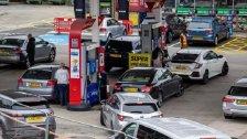 الجيش البريطاني سيوزع الوقود على المحطات اعتباراً من الاثنين.. سيتم نشر 200 عنصر!