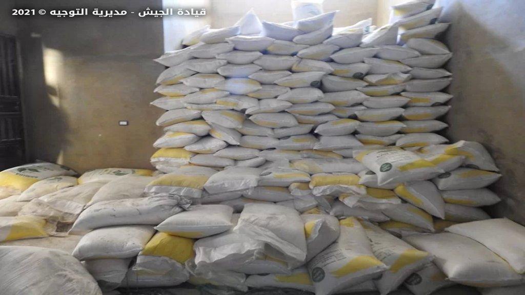 بالصور/ داخل محطة محروقات.. الجيش اللبناني يضبط 28275 كلغ من نيترات الأمونيوم في بلدة عرسال!
