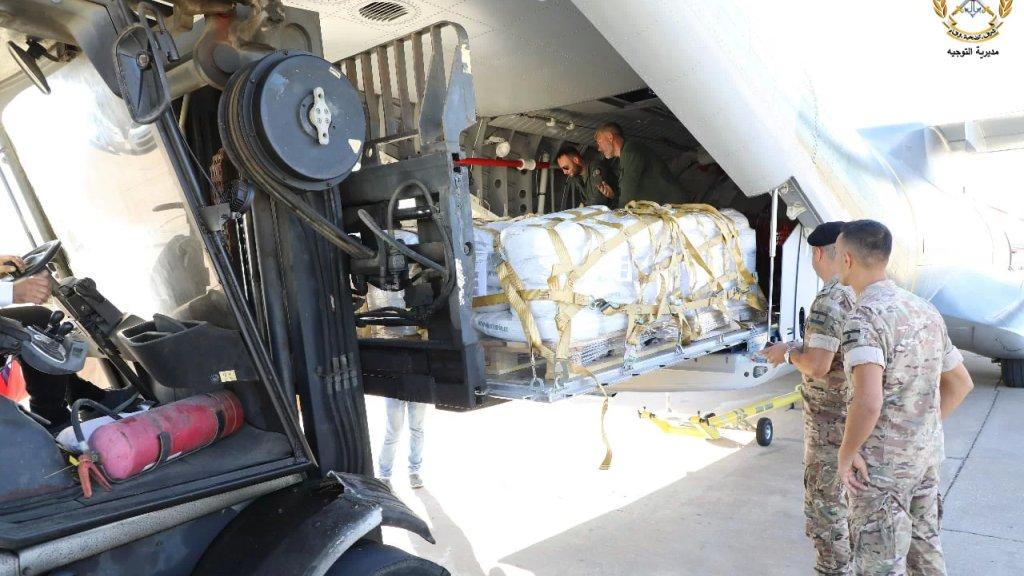 بالصور/ جمهورية التشيك تسلّم الجيش اللبناني هبة 6 أطنان من المواد الغذائية