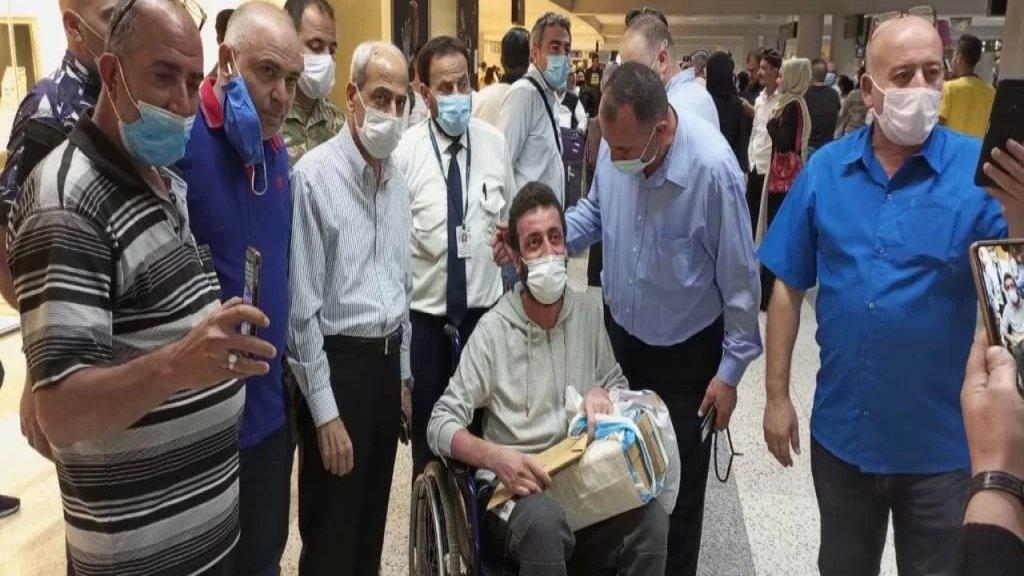 """كان قد أصيب بحروق بالغة في انفجار التليل في عكار ..  الجريح """"نادر شريف درويش"""" عاد من تركيا حيث كان يخضع للعلاج"""