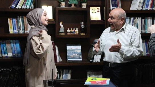 """بالفيديو/ بعد تأثرها بقصة سارة حمية وتجربتها مع البُهاق.. فاطمة عبد الله تطلق من بنت جبيل تجربتها الأولى في مكافحة التنمُّر مخاطبة الأطفال بـ """"ماذا على وجهك؟"""""""
