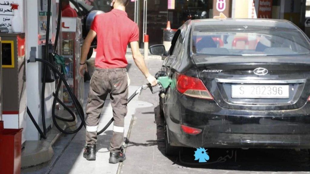 المهن الأكثر انتشارًا في ظل الأزمة الإقتصادية.. جامعيون لبنانيون يعملون في «الدليفري» ومحطات الوقود
