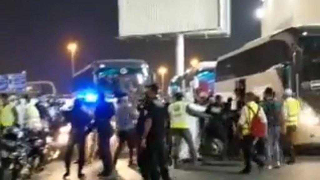 بالفيديو/ شجار إندلع بين لاعبي المنتخب العراقي وجماهيرهم بعد التعادل بنتيجة 2-2 مع منتخب الإمارات