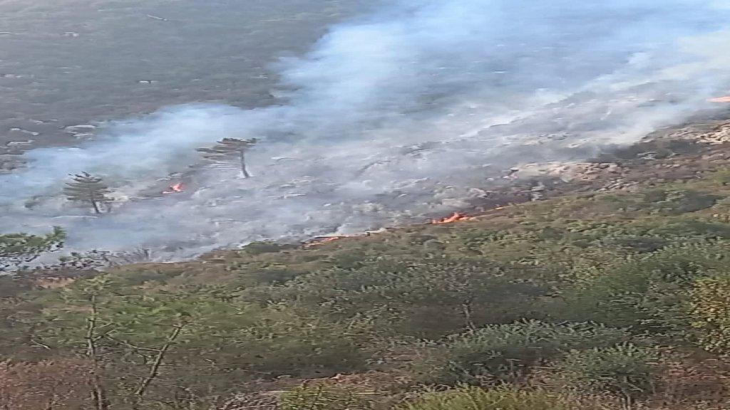 حريق في خراج بلدة قبعيت يعمل الدفاع المدني والأهالي على محاصرته