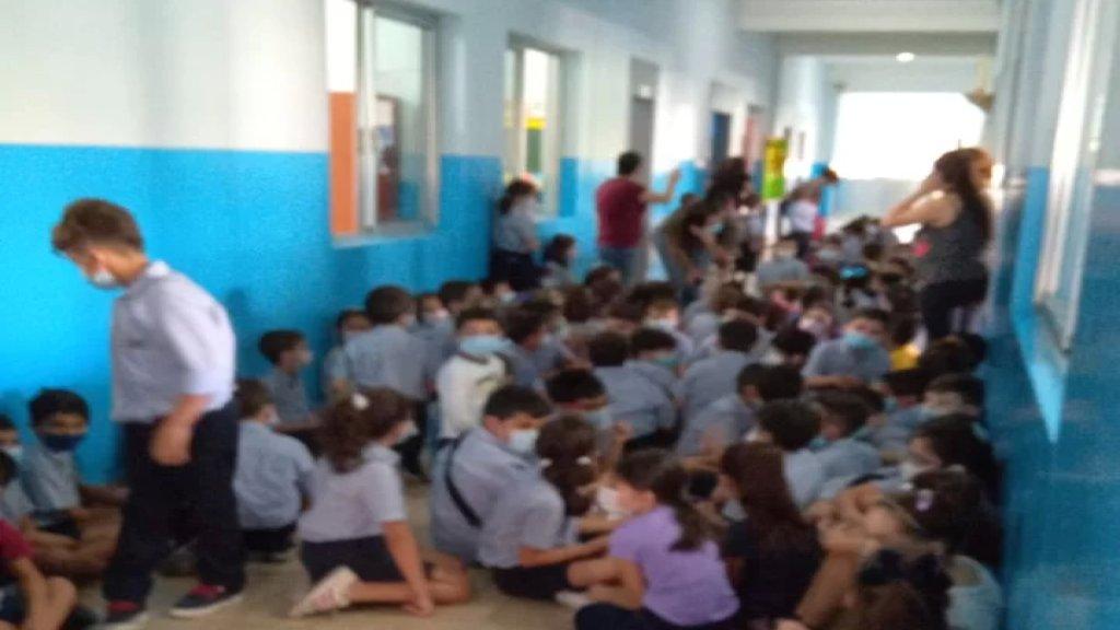 150 طالباً ما زلوا محتجزين حاليا في مدرسة الفرير في فرن الشباك إثر إطلاق النار الكثيف في المحلة