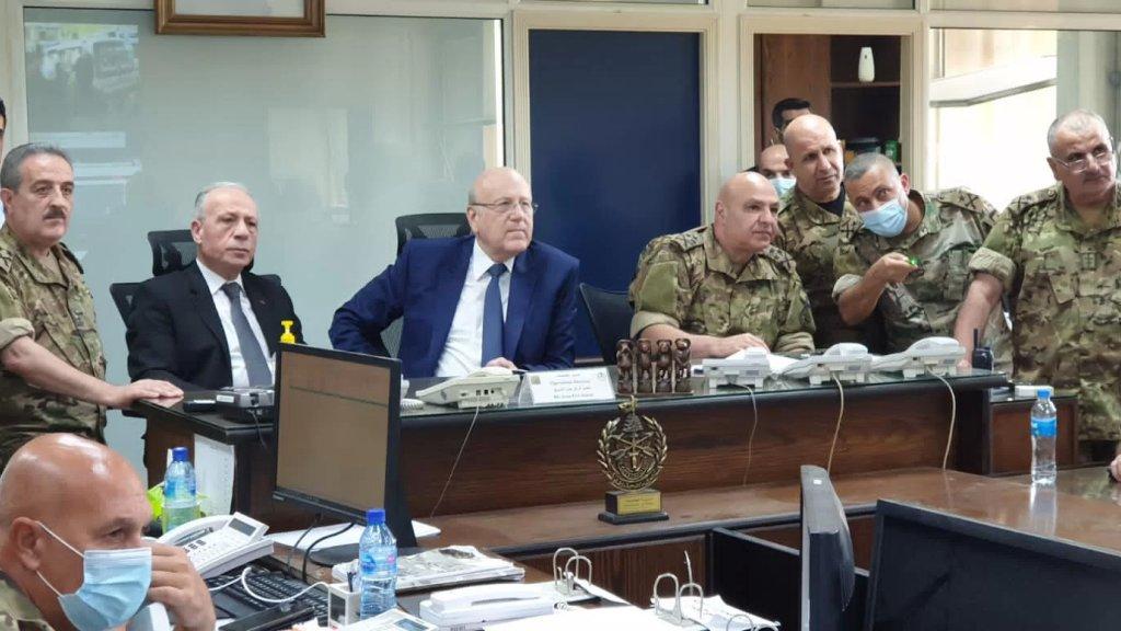 الجيش: ميقاتي يرافقه وزير الدفاع  وصلا الى غرفة عمليات قيادة الجيش لمتابعة مجريات الاوضاع مع قائد الجيش العماد جوزاف عون.
